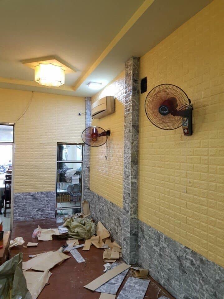 xốp dán tường màu vàng nhạt
